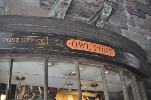 Owl Post in Hogsmeade Wizarding World of Harry Poter