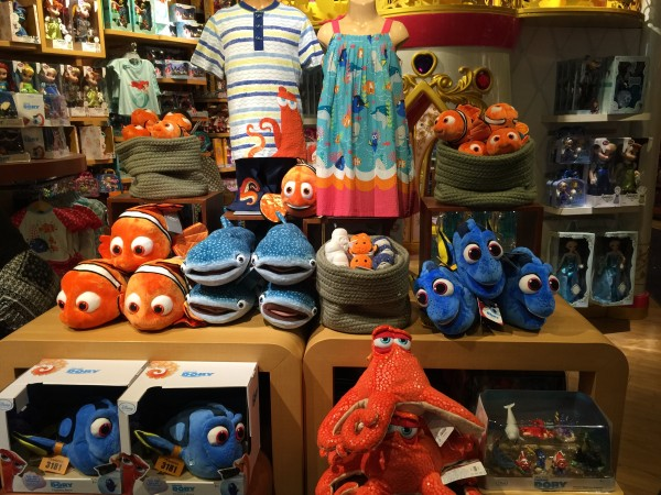 Video of New Disney Store Finding Dory Toys