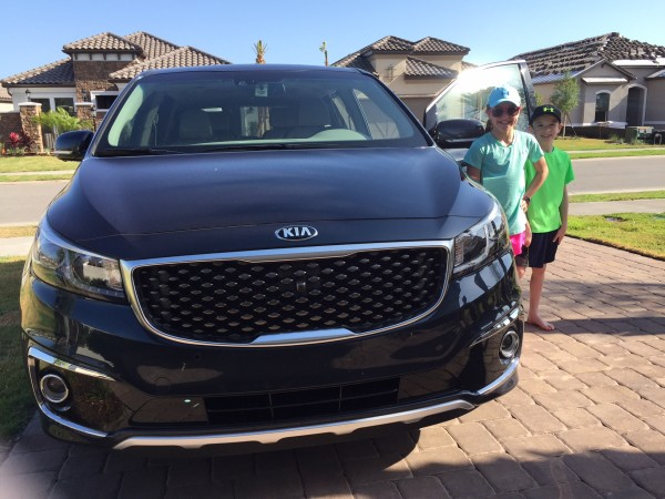 Kia Sedona Minivan Video Review