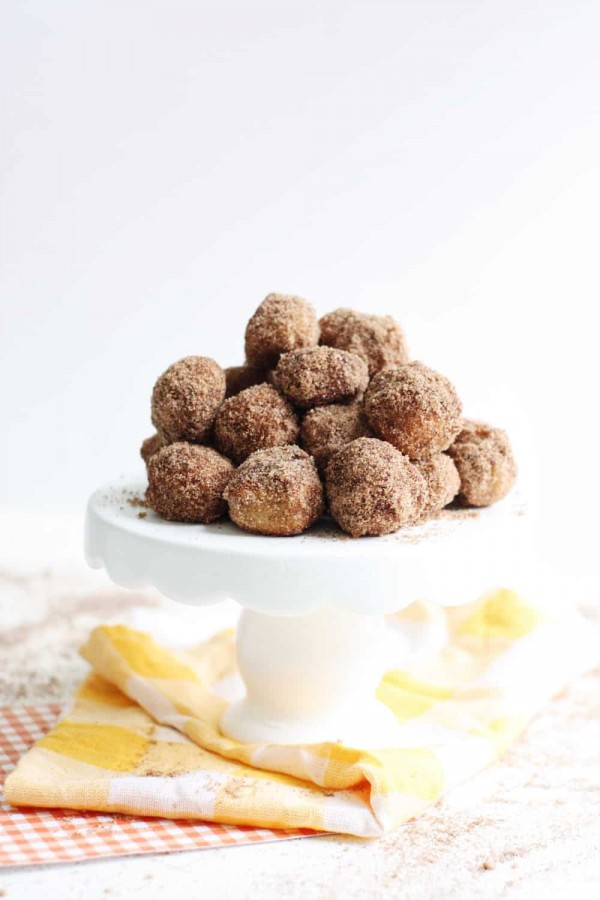 1-DIY Candy Baked-Pumpkin-Spice-Donut-Holes-Recipe